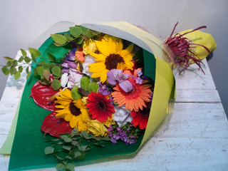 花束 向日葵等 夏